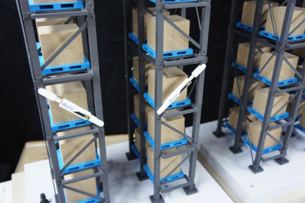 倉庫や工場のラックの免震模型