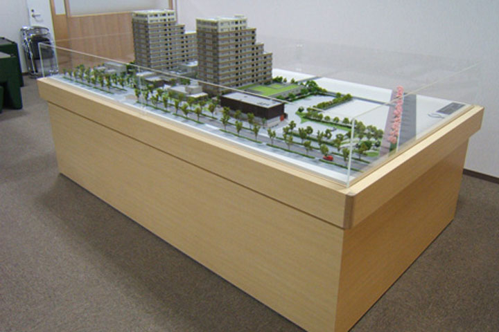 マンションの共用部分が昇降する模型