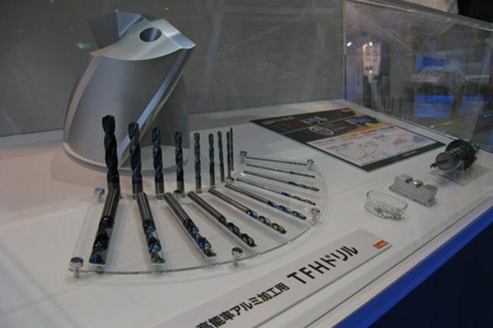 切削機の刃(エンドミル)の展示台