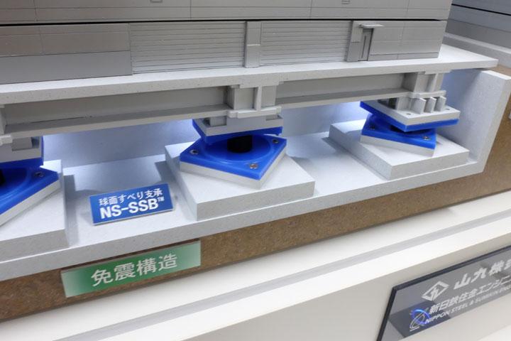 西神戸物流センターの免震比較模型