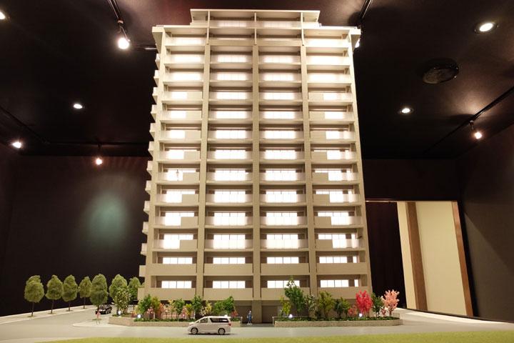 光る建築模型