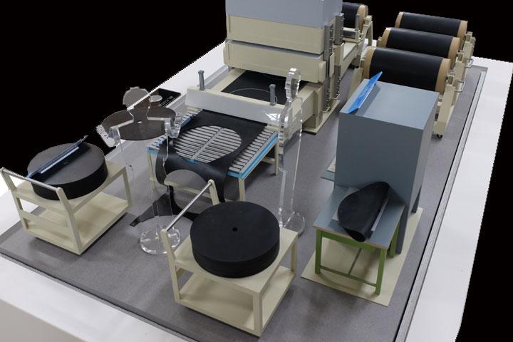免震製造工程「打ち抜き」の機械模型