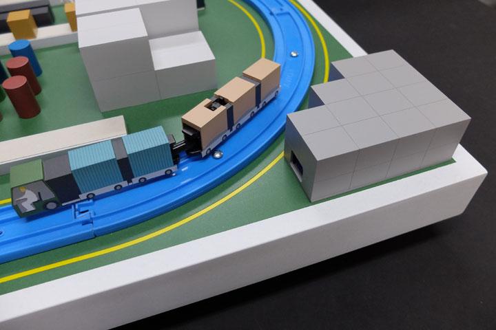 通信技術や商品を展示会等で来場者に説明するための模型