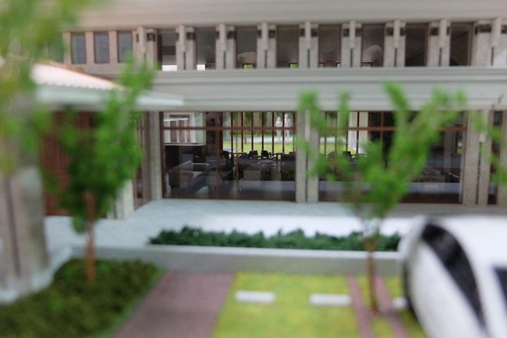 結婚式場の外観と内観を再現した建築模型