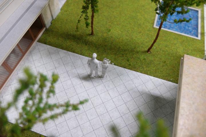 結婚式場の新郎新婦の建築模型