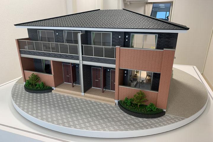 住宅の断面模型を自動で回転させる