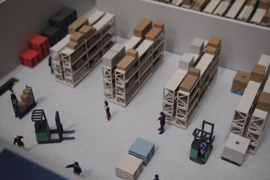 運送会社の工場の展示模型