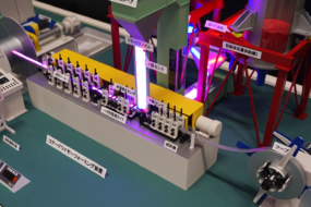 成型機の機械模型